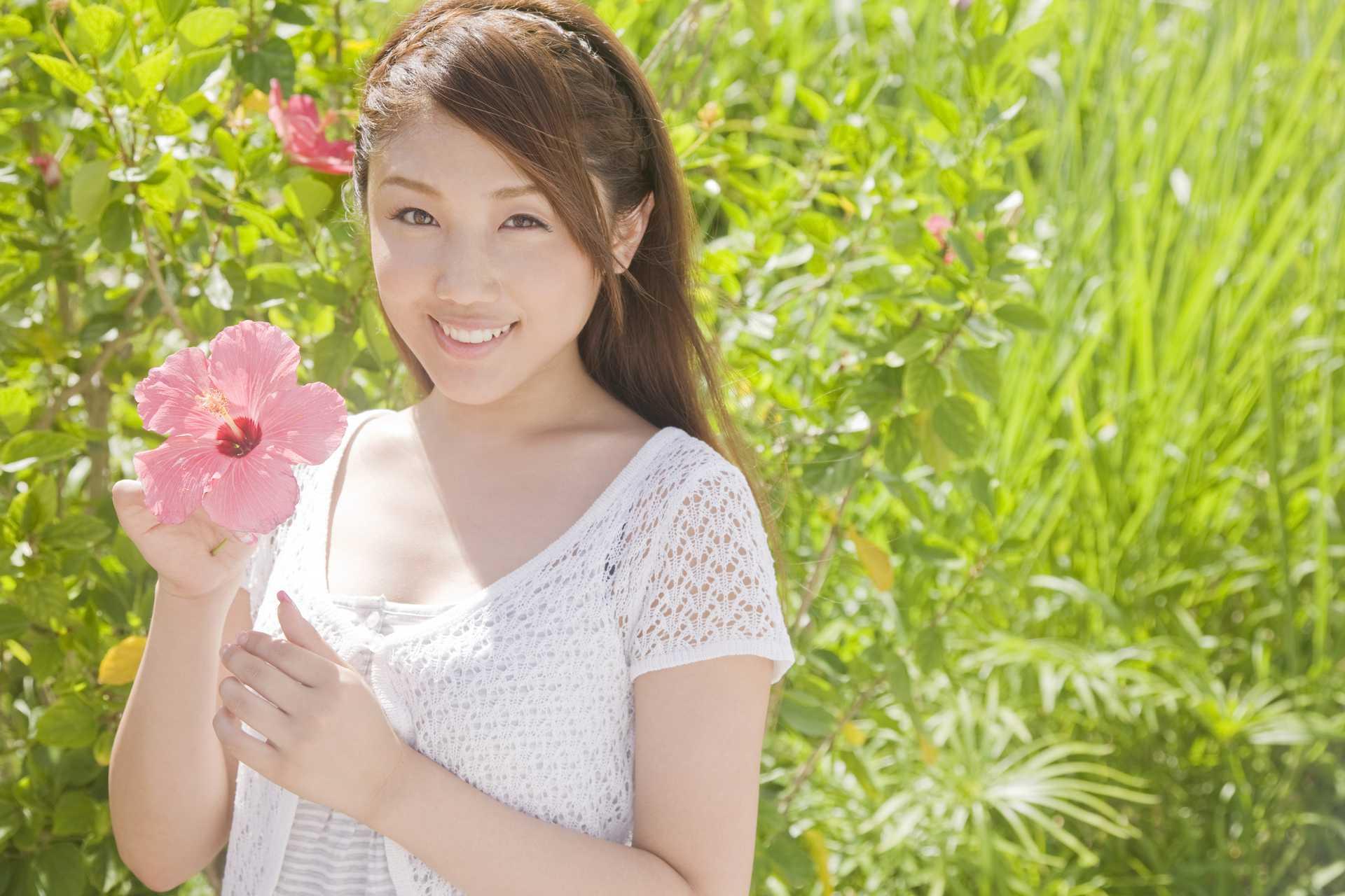 道端の草花は、あなたを癒すために、今日も頑張って咲いている。 | 幸せな気分になる30の方法