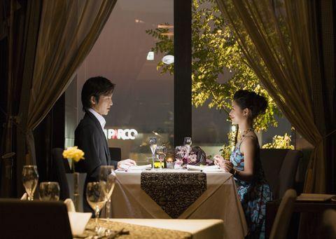 普段は行かないような高級レストランで食事をする。 | 気分転換がうまくなる30の方法