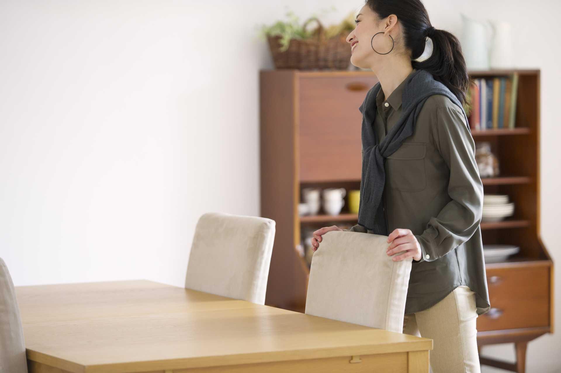 席を離れるときは、きちんと椅子を戻す。 | 運がいい人の30の習慣