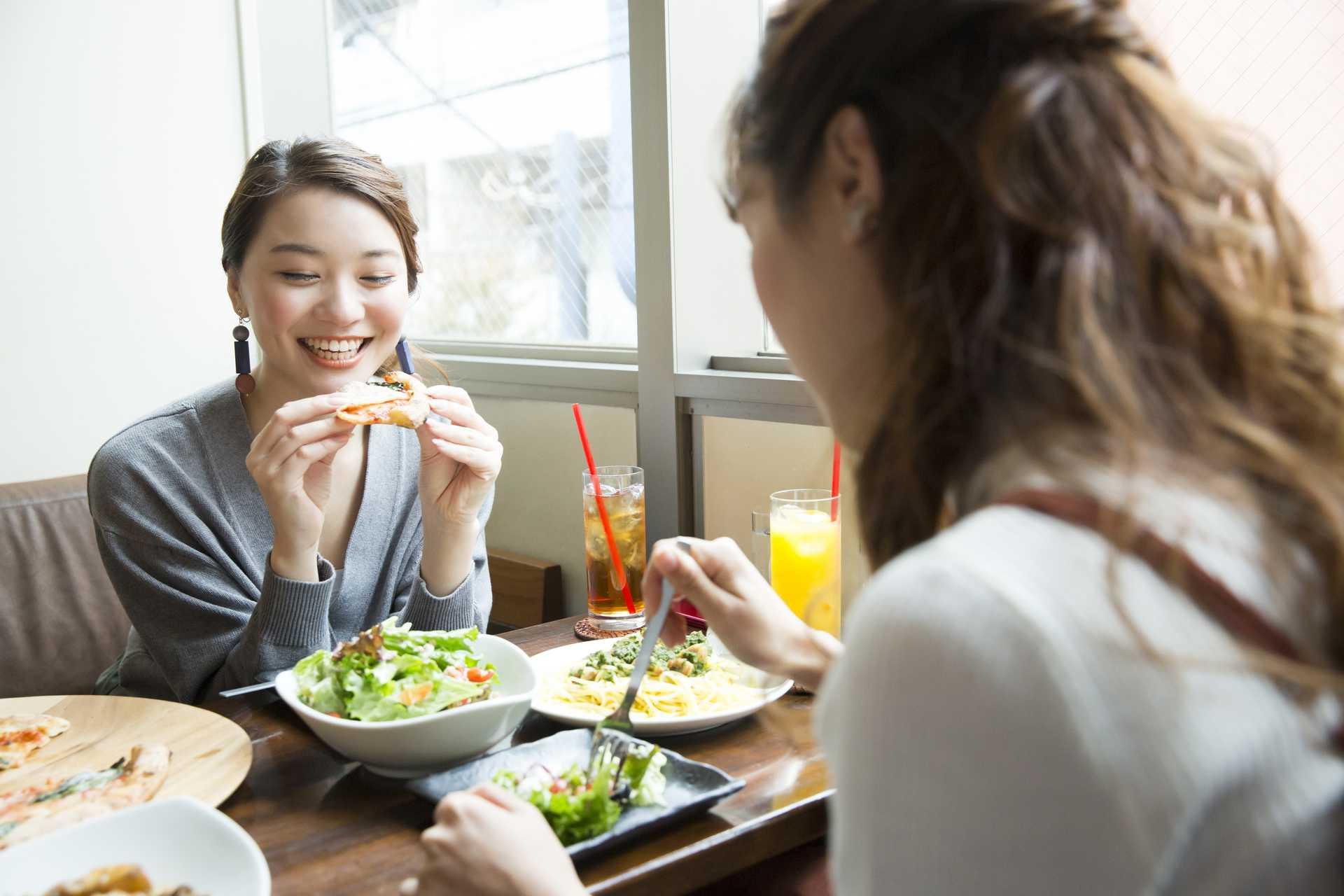 友人と話しながら食事をすると、痩せられる。 | 美しく痩せられる30の食生活