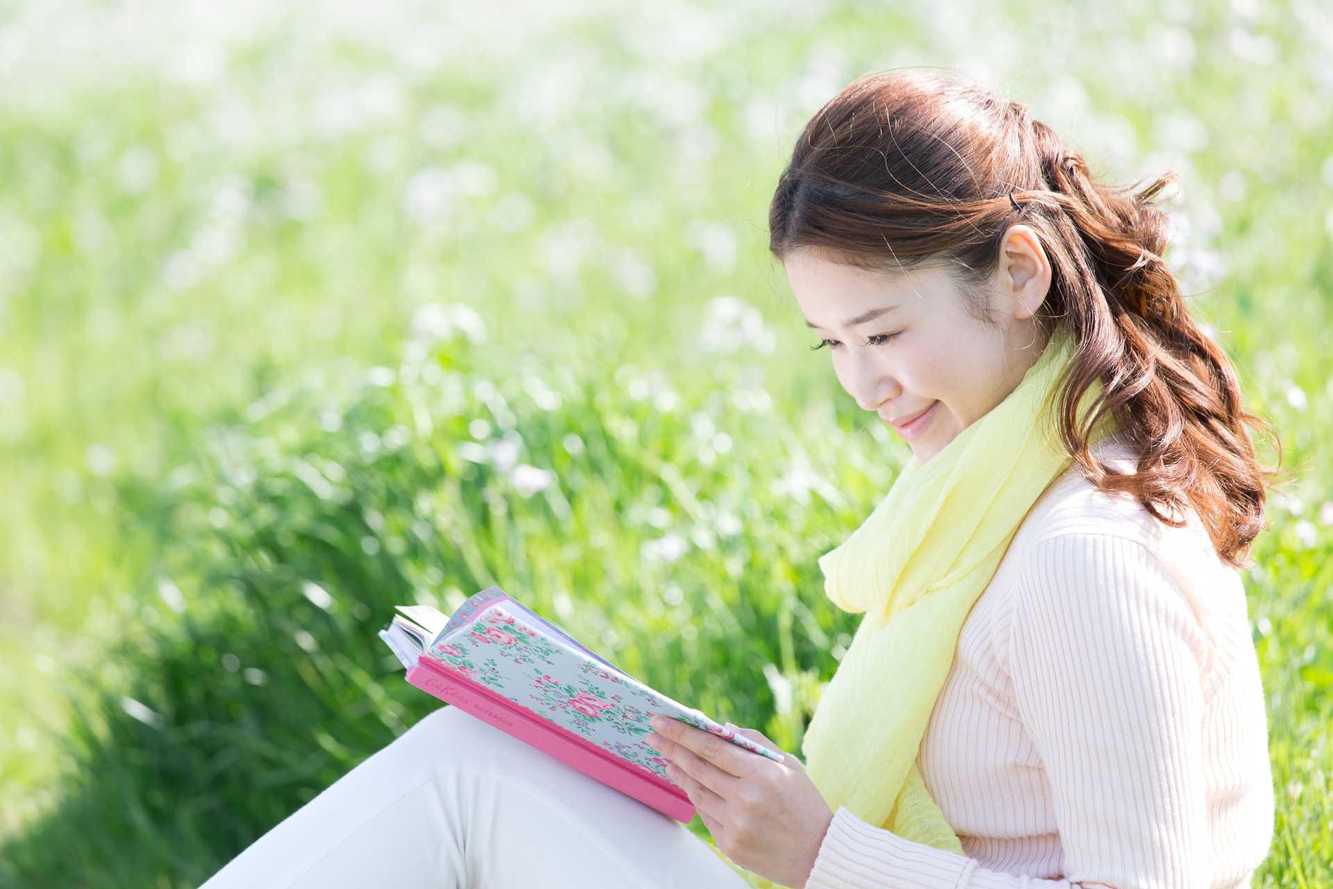 植物の専門書を持って歩くと、自然と植物への感性が磨かれる。 | 早朝の散歩習慣のすすめ