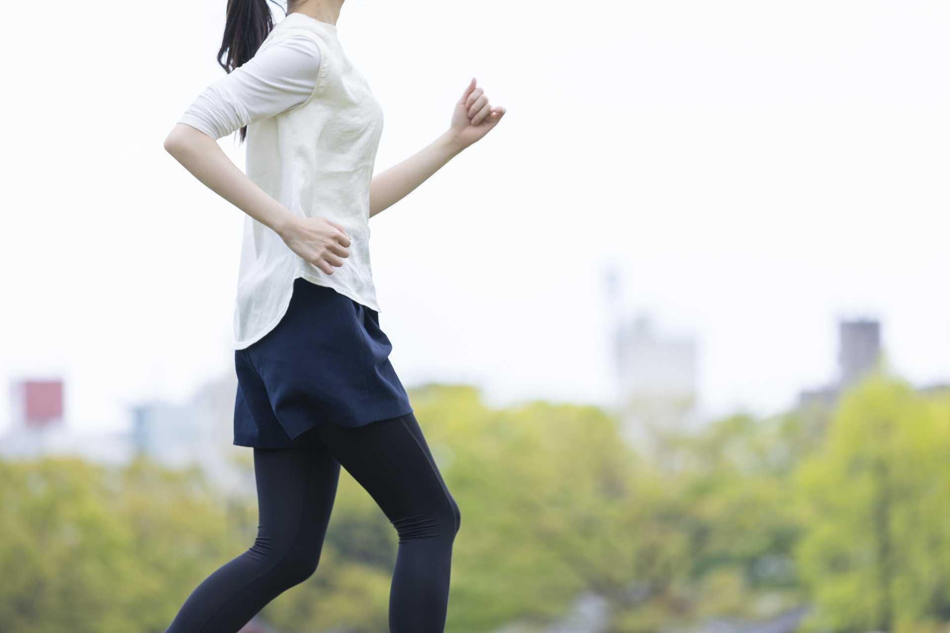 腕を90度に曲げながら歩くと、上半身を鍛えながら歩くことができる。 | ウォーキング・ダイエットのすすめ
