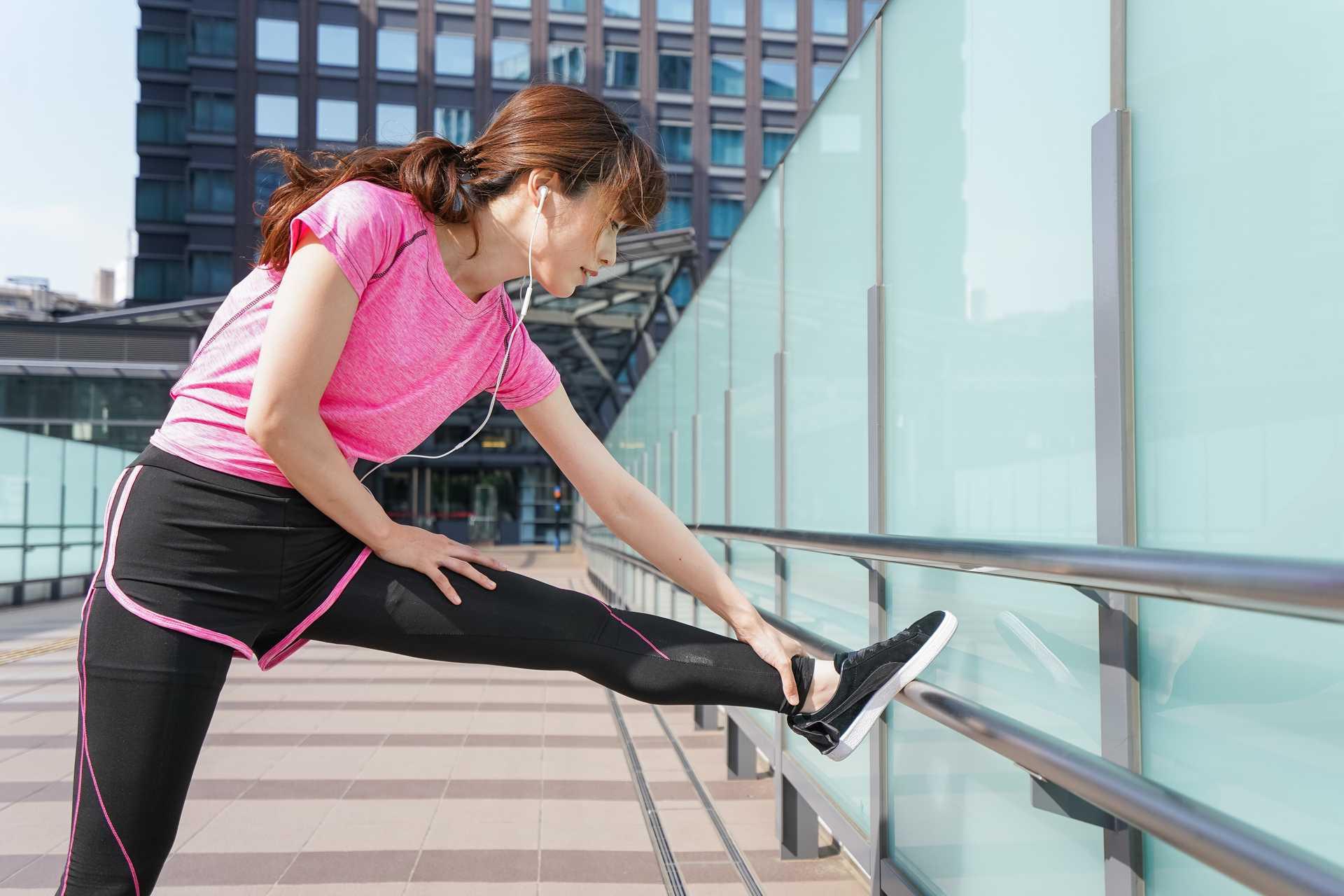 ただ歩くだけで、多くの筋肉を同時に鍛えることができる。 | 健康のためになる30の散歩術