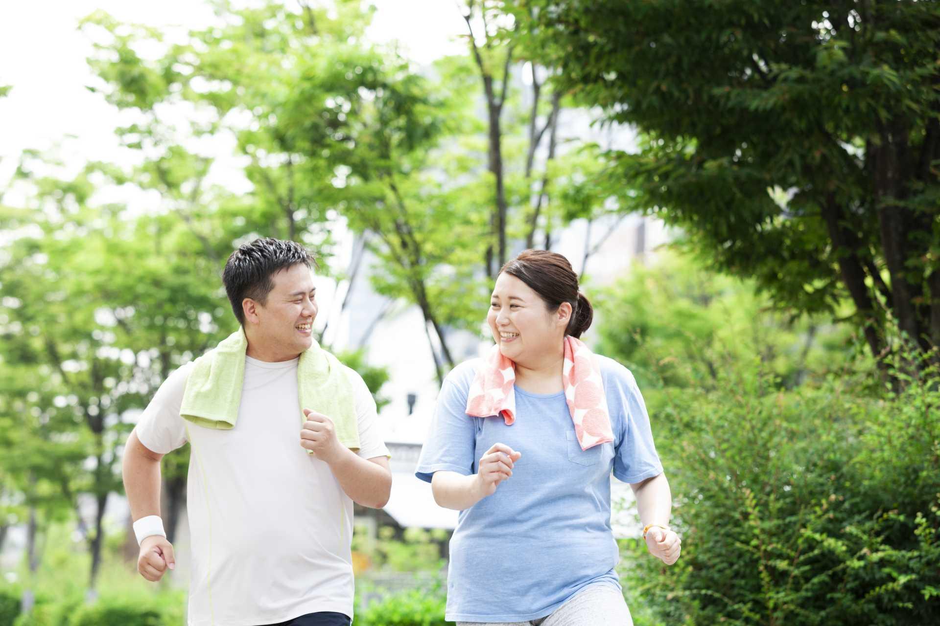 健康で大切なのは「1日に歩いた歩数」より「歩き続けた日数」。   健康のためになる30の散歩術
