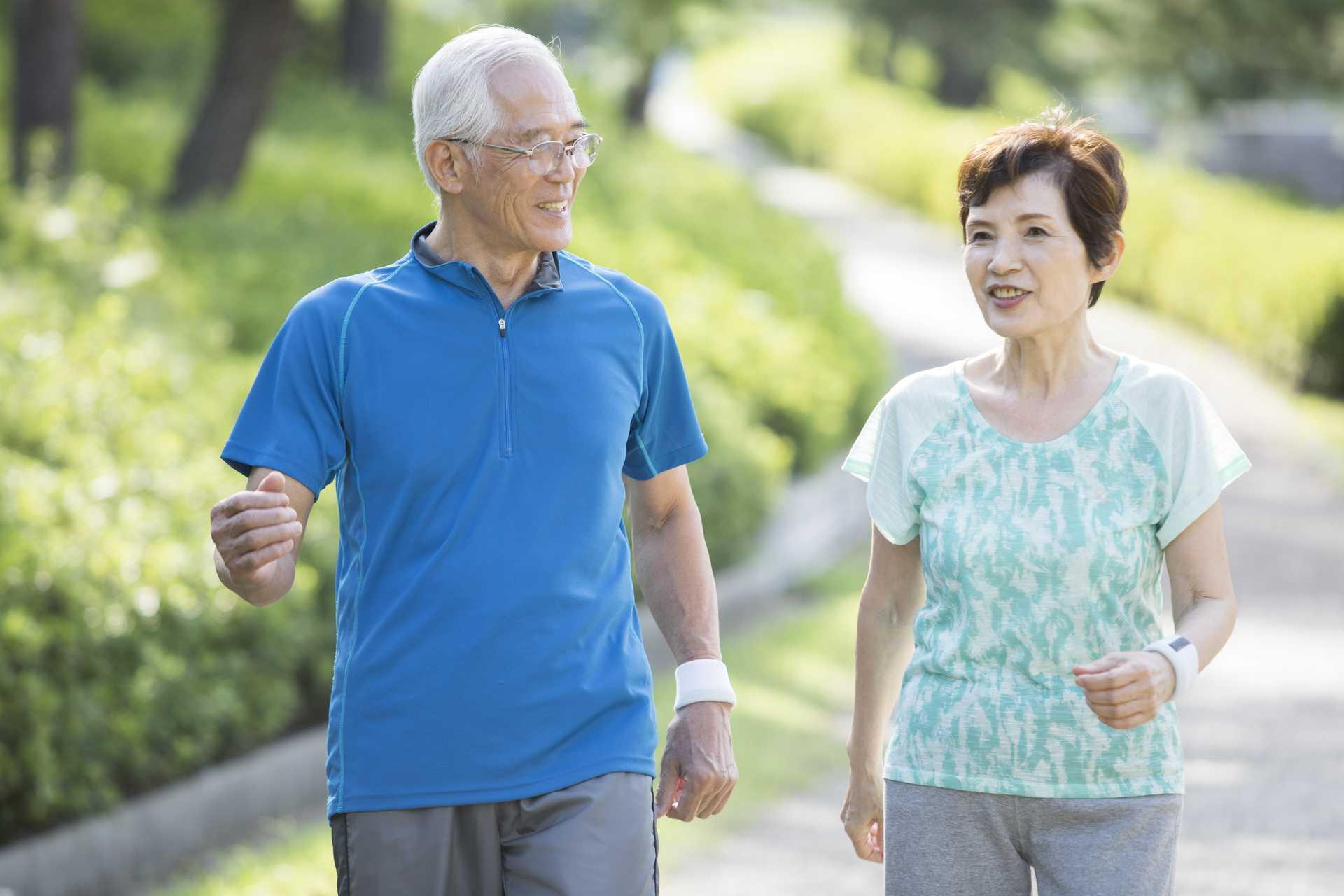 歩く習慣は、老若男女が死ぬまで一生楽しめるスポーツだ。 | 健康のためになる30の散歩術