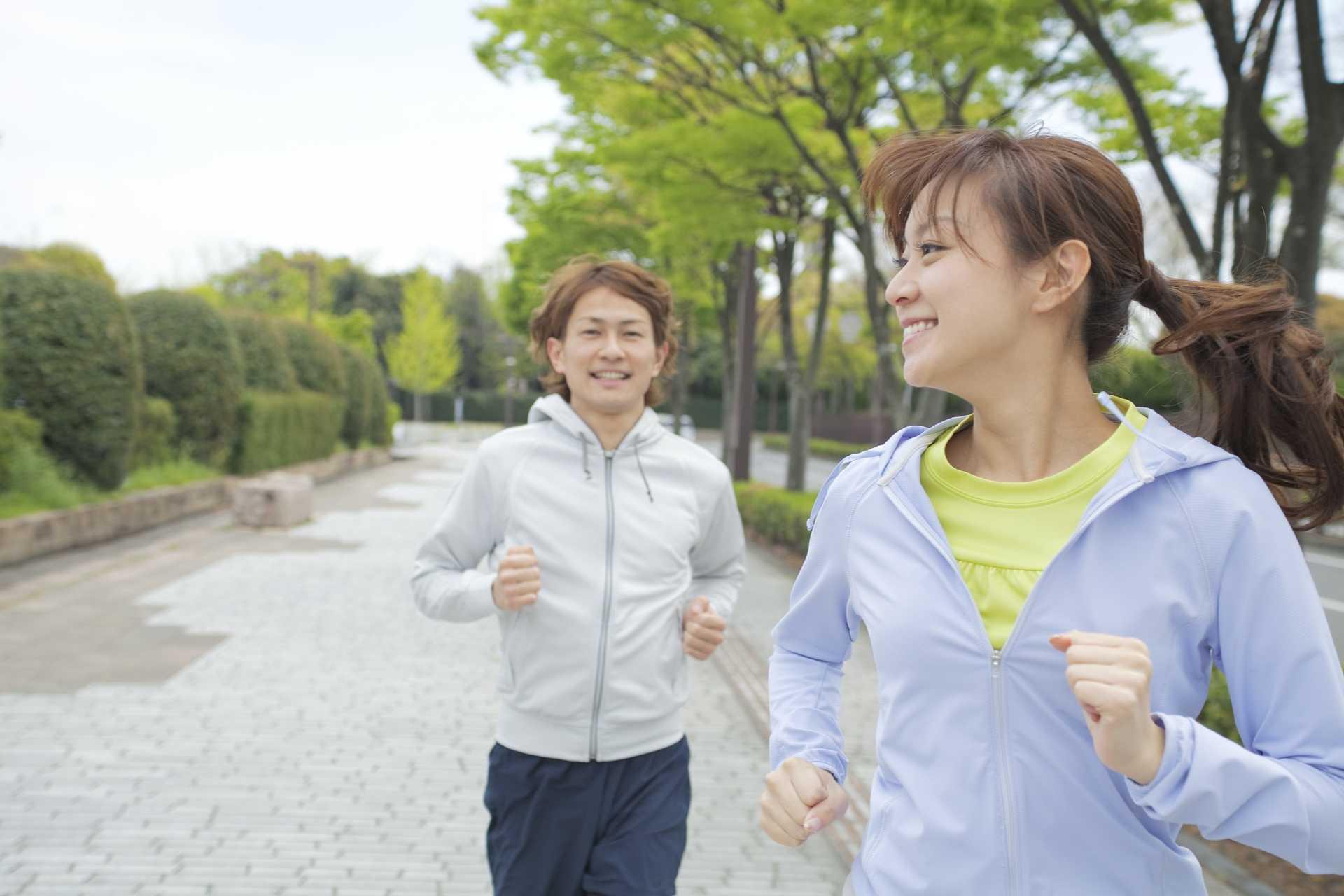 後ろ向き歩きで歩いて、体のバランスを整える。 | 脳を刺激する30の歩き方
