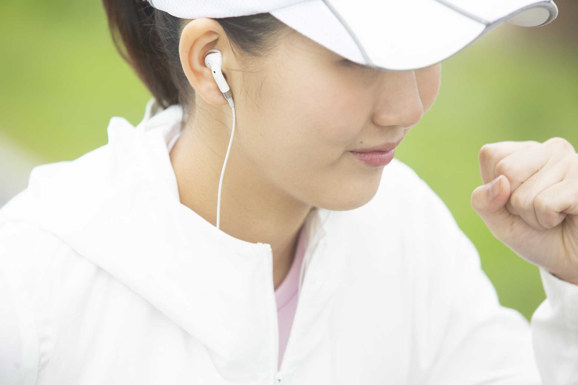 ラジオを聞きながら歩くと、調子が出る。 | 脳を刺激する30の歩き方