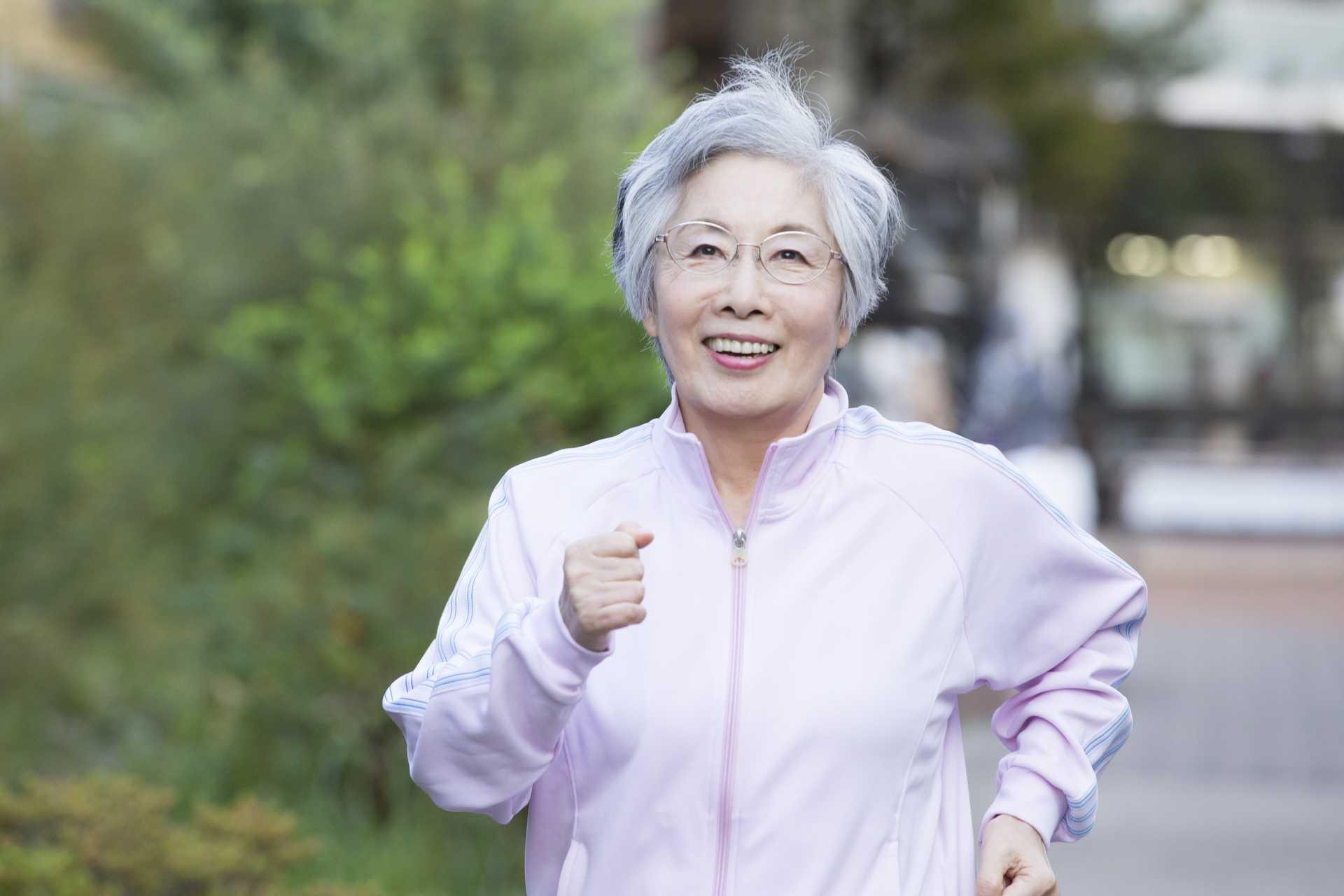 姿勢が悪いから疲れやすい。疲れるから、余計に姿勢が悪くなる悪循環。   脳を刺激する30の歩き方